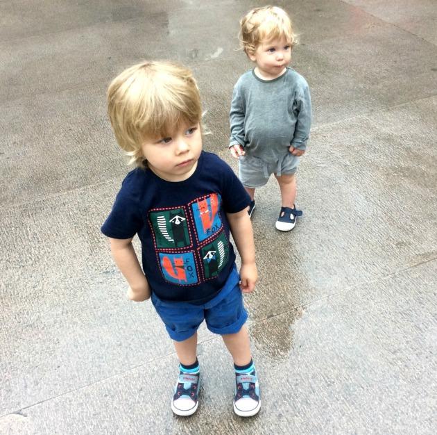 boys at shanghai temple